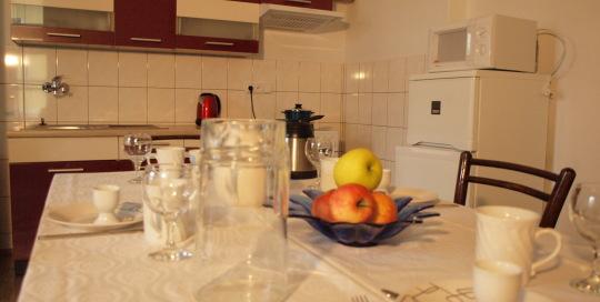 Linhart jídelní stůl